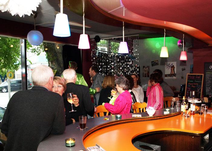 Bar mit Gästen